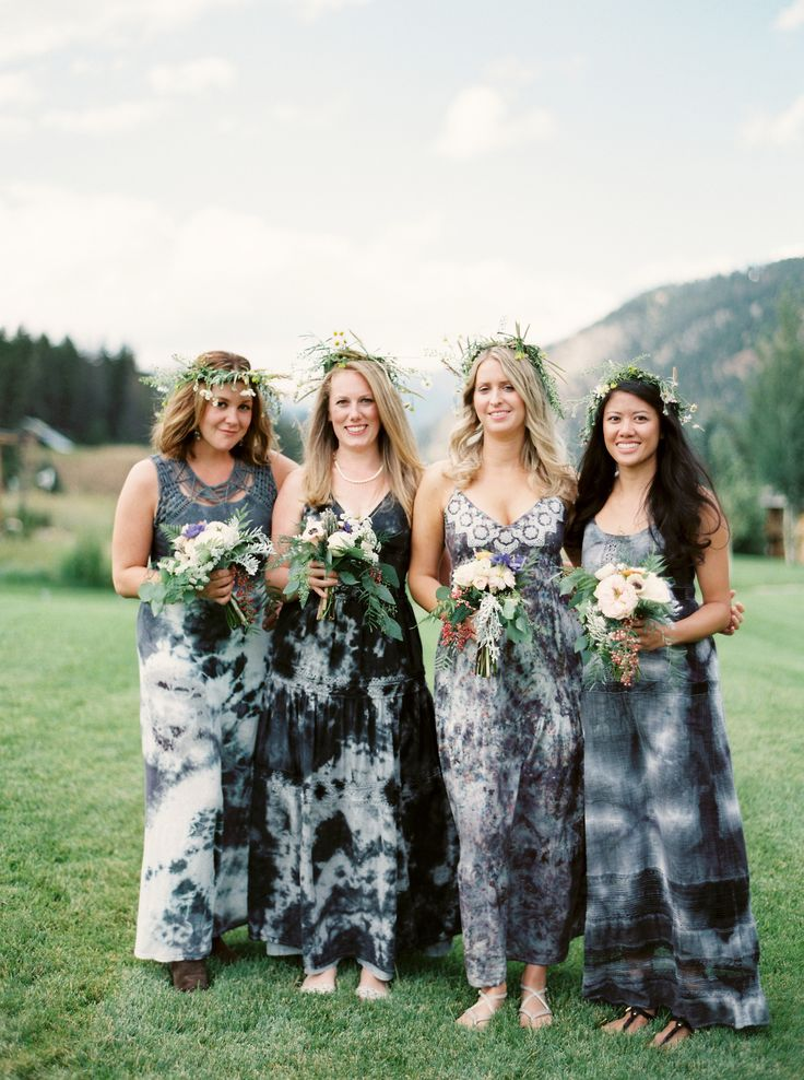 Bridesmaid dresses different styles same color fabric with crayons