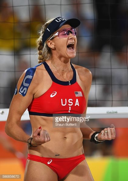 RIO DE JANEIRO, BRAZIL - AUGUST 06: Kerri Walsh Jennings of the... #lespontsdemartel: RIO DE JANEIRO, BRAZIL - AUGUST… #lespontsdemartel
