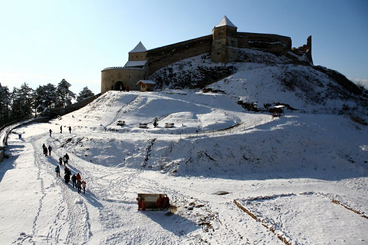 Rasnov fortress, or better said the ruins of this once great bastion, covered in the white of winter... http://prinochideturist.wordpress.com/2013/02/21/cetatea-medievala-rasnov/