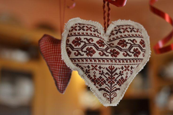 Folk heart. Ľudové srdiečko. #christmasdecorations #handmade #folkart