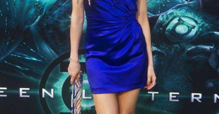 ¿Qué zapatos usar con un vestido azul eléctrico?
