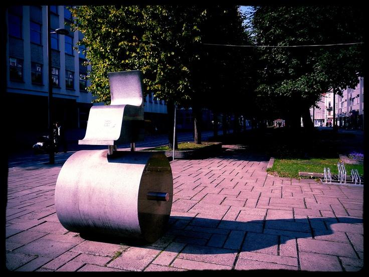 Kaunas (Lietuva). Monumento in Laisves Aleja.