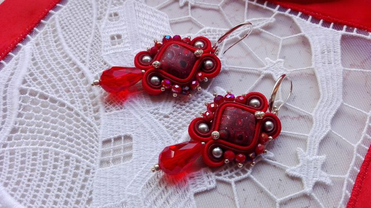 EARRINGS SQUARE RED, red earrings, winter, red, woman accessories, handmade jewelry, made in Italy, earrings soutache, ooak, clay, murrina di MuciddosBeads su Etsy