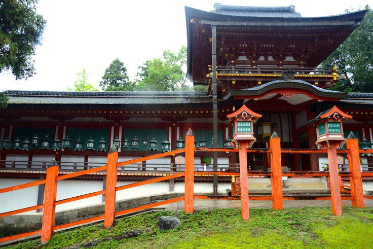 O Templo Kasuga Taisha, um santuário Xintoísta - Destruído e reconstruído várias vezes, a cada 20 anos, seguindo uma tradição Xintoísta que vingou até 1.868.
