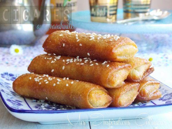 Cigares aux cacahuètes et miel,  3 tss de cacahuètes concassées finement avec leur peau_1 tss de sucre glace_1 filet de fleur d'oranger_1 blanc_1 pincée de cannelle_Miel + fleur d'oranger pour l'enrobage_Feuilles de brick  Ds 1 saladier : cacahuètes + sucre glace + cannelle + fleur d'oranger + blanc en formant une boule de pâte collante. Faire des boudins, placer sur les feuilles de brick et rouler. Chauffer huile / miel+oranger. Plonger les bricks ds l'huile, égoutter et plonger ds le miel.