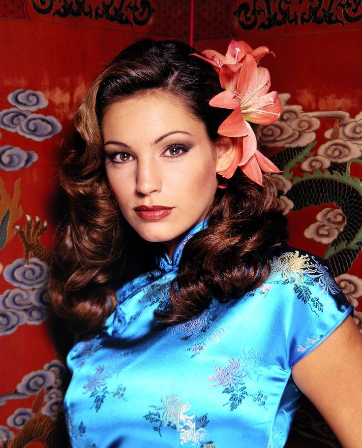 British Model Kelly Brook in Blue Cheongsam Qipao http://www.chinesefashionstyle.com/cheongsams-qipao