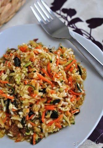 Energie-Rohkostsalat mit Weißkohl, Karotten, Zucchini und Apfel