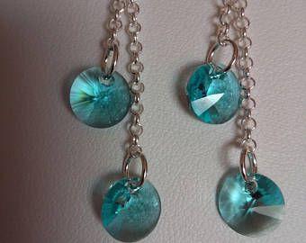 Orecchini pendenti con monachella e catena argento 925. I rivoli Xilion Swarovski da 8mm nei colori Light Turquoise donano agli orecchini lucentezza e brillantezza.