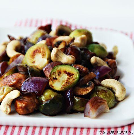 Met dit recept voor gewokte spruitjes met oestersaus houdt iedereen van spruitjes! Heerlijk met rode ui, champignons en kip.