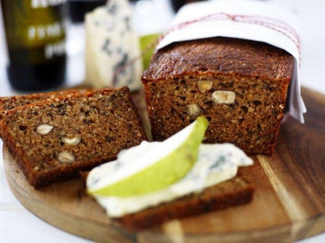 Nyttiga och hälsosamma bröd är en perfekt start på dagen och det är väldigt enkelt att göra. I alla fall dessa tre recept. Ett tips är att testa de supersnabba proteinfrallorna som du fixar på bara 20 minuter. Ett fantastiskt snabbt och enkelt sätt attfå nybakat bröd på! När du bakar nyttiga bröd använder du dig av lite eller inget vetemjöl alls och massa nyttiga fröer och nötter. Här är tre goda recept på nyttiga bröd:    Läs också:Fler receptpå nyttiga bröd hittar du här Läs också:Så…