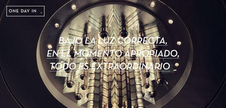 BAJO LA LUZ CORRECTA, EN EL MOMENTO APROPIADO, TODO ES EXTRAORDINARIO