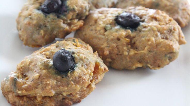 Biscuits moelleux à l'abricot, courge et aux bleuets pour bébé :http://roxannecuisine.com/recette/biscuits-moelleux-a-labricot-courge-et-aux-bleuets-pour-bebe/