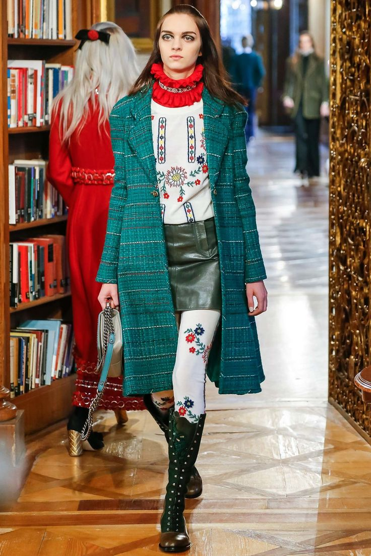 Chanel Pre-Fall 2015 Fashion Show - Magda Laguinge