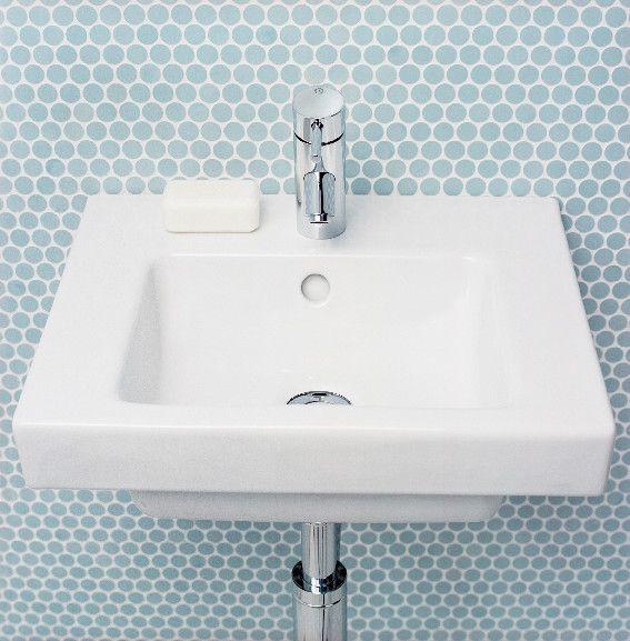 Handfat (< 50 cm bredd) från Artic. Litet smidigt handfat som lämpar sig perfekt i små badrum.