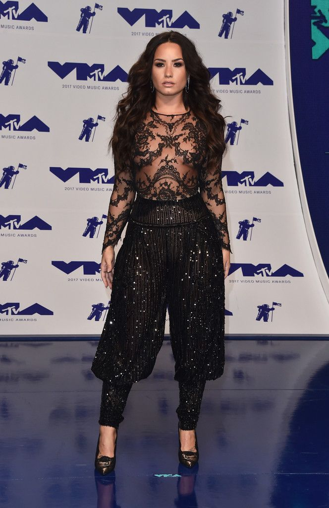 8/27/17 - Demi Lovato at the 2017 MTV Video Music Awards in LA.