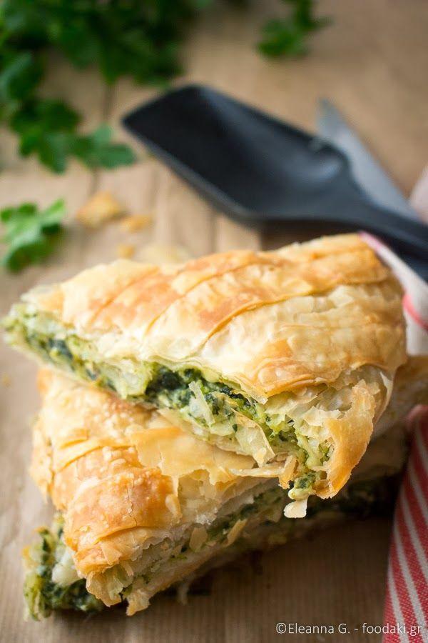 Foodaki: Σπανακόπιτα με φέτα, πράσο και μυρωδικά (classic Greek spinach pie with feta cheese)
