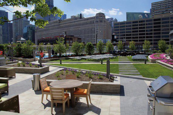 Unilock - Hubbard Condominium roof deck with Umbriano Pavers and Series 3000 in Chicago