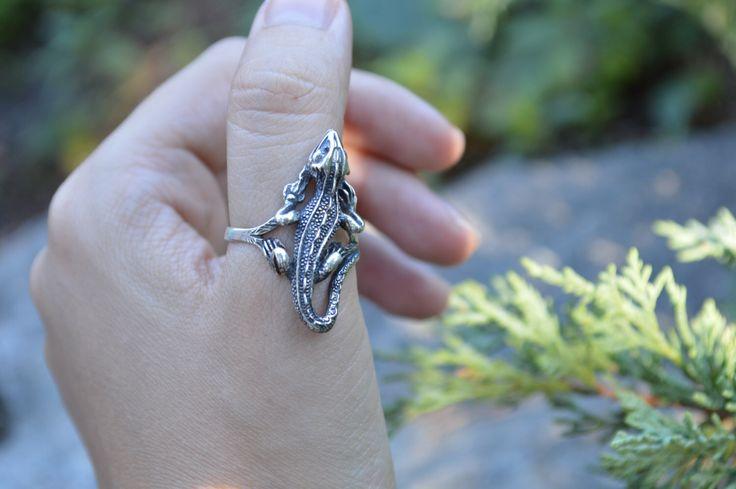 Anillo de plata esterlina lagarto, iguana anillo, anillo de plata de DearMaxStore en Etsy https://www.etsy.com/es/listing/477348883/anillo-de-plata-esterlina-lagarto-iguana