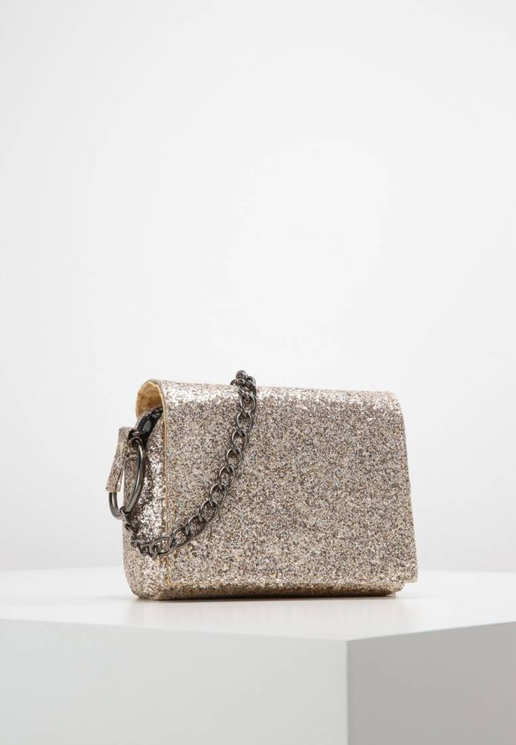 "Missguided. GLITTER CHAIN STRAP MINI  - Across body bag - gold. Fastening:Zip. length:6.0 "" (Size One Size). width:3.0 "" (Size One Size). Lining:Polyester. carrying handle:22.0 "" (Size One Size). Outer material:polyester. height:5.5 "" (Size One Size)"