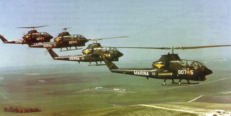 """Y la desaparecida 7ª escuadrilla con material AH-1G """"Huey Cobra"""", que se disolvió al entrar en servicio el Harrier AV-8A Matador"""