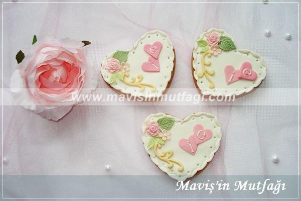 Nişan pastasıyla uyumlu butik kurabiyeler...