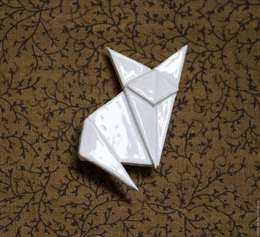 Броши ручной работы. Ярмарка Мастеров - ручная работа. Купить Лиса. Handmade. Белый, Керамика, глина, брошь, оригами, животные