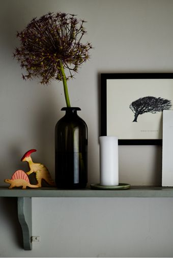 Create eclectic displays - mix candles, prints, flowers... even dinosaurs! | #IKEAIDEAS #livingwithkids