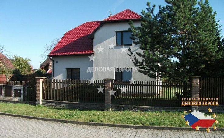 НЕДВИЖИМОСТЬ В ЧЕХИИ: продажа дома 5-комн., Прага 9, цена 315 000 € http://portal-eu.ru/doma/5-komn/realty569/  Предлагается на продажу дом площадью 152 кв.м с участком 964 кв.м в районе Прага 9 – Беховице стоимостью 315 000 евро. Дом типа 5+1 с двумя этажами состоит из гостиной, кухни, спальной комнаты, веранды, отдельного санузла, кладовой и ванной комнаты с душевой кабиной на первом этаже. Выше расположены три спальные комнаты и чердак. Имеется личный сад с небольшим домиком, колодцем и…