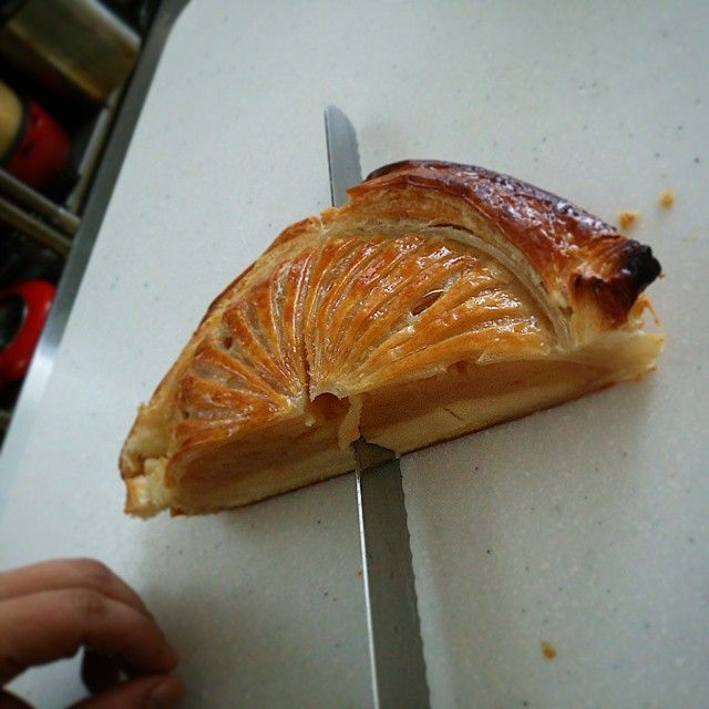 自家焙煎コーヒーカフェアプフェルバウム カット中~ もう少しで店頭にお目見えします。 #アップルパイ #スイーツ #カフェ #Cafe #apple-pie #sweet