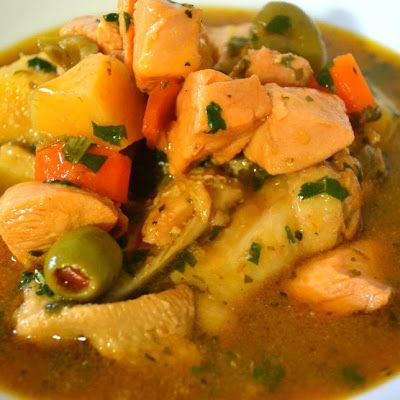 Pollo Guisado (Puerto Rican Chicken Stew) @keyingredient #chicken #italian #bread