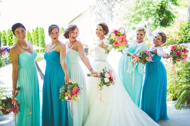 Un beau mariage grâce à la location de robes, de tentes, de voitures, de sono ... entre particuliers avec #PLACEdelaLOC www.placedelaloc.com #mariage #bonplan