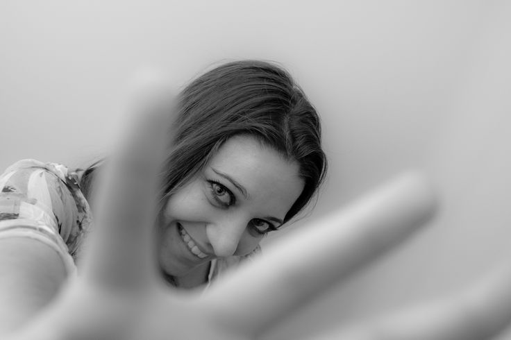 Rosiana Caragnano nel 2015 pubblica il suo primo lavoro, Zero Killed, con Pufa Editore, un racconto di cambiamento ed accettazione del sé mascherato dietro ad un titolo che sembra uscito dal cinema action degli anni '80. Una dicotomia che la rappresenta, come il percorso che trasforma i suoi personaggi, da est a ovest, dalla gioventù alla vecchiaia, senza tempo come lei ha deciso di essere, nel viaggio tra gli opposti.