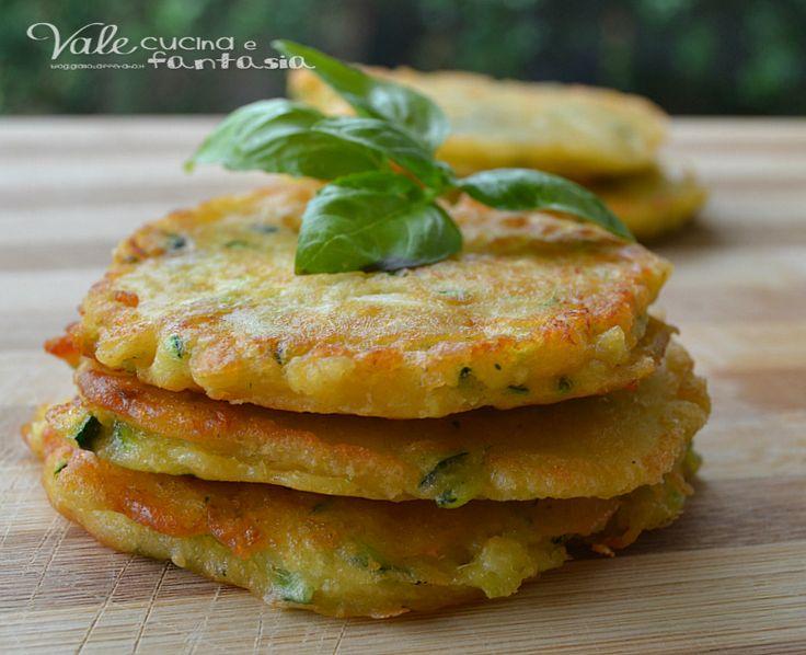Schiacciatine di zucchine e salmone ricetta facile e veloce