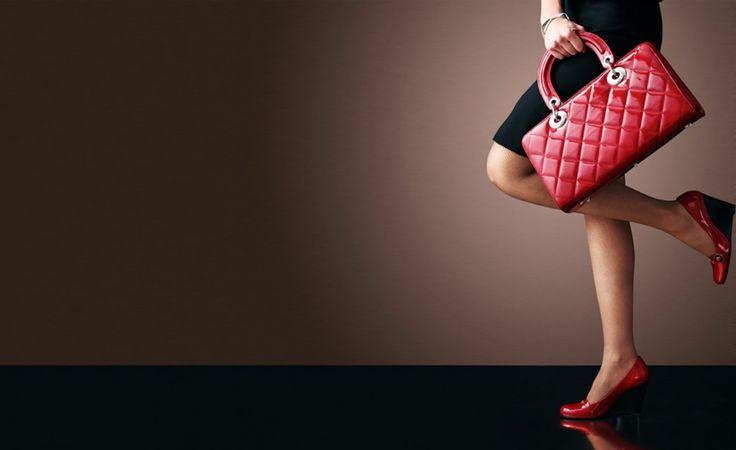Çanta Seçerken Vücut Tipinizi Dikkate Alıyor Musunuz?  Şık görünmenin ve şık giyinmenin en önemli unsurlarından biri olan çantalar, sizi ve kıyafetiniz ortaya çıkaran en önemli aksesuarlardandır.