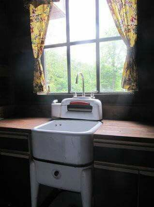 Old washing machine turned into sink.  I would love a sink in the laundry room. #RusticCabins