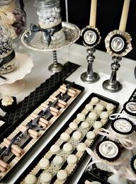 Mesa de postres para boda en negro y blanco