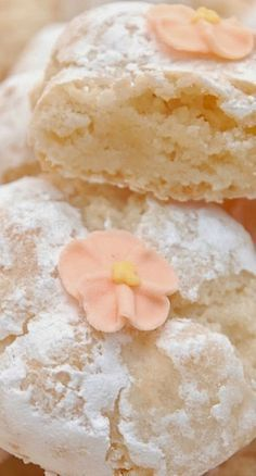 Fabulous Italian Amaretti Cookie Recipe By Pink Piccadilly Pastries.These wouldn't last at all long here - they'd be devoured within seconds!