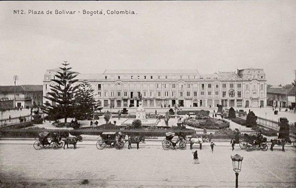 Bogota Antigua _Plaza de Bolívar en Bogotá. Década de 1910