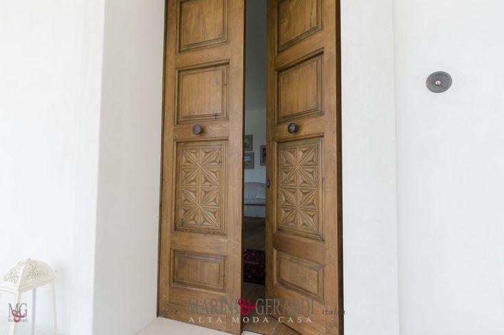 Arredo Casa Porta interni / esterni bugnata in legno TEAK antico massello 2 ante + 2 pannelli scolpiti a punta di diamante /  modello unico e design esclusivo - segui su: http://www.marinigerardi.it/blog-design/porte/porte-arredo-legno-teak-massello/
