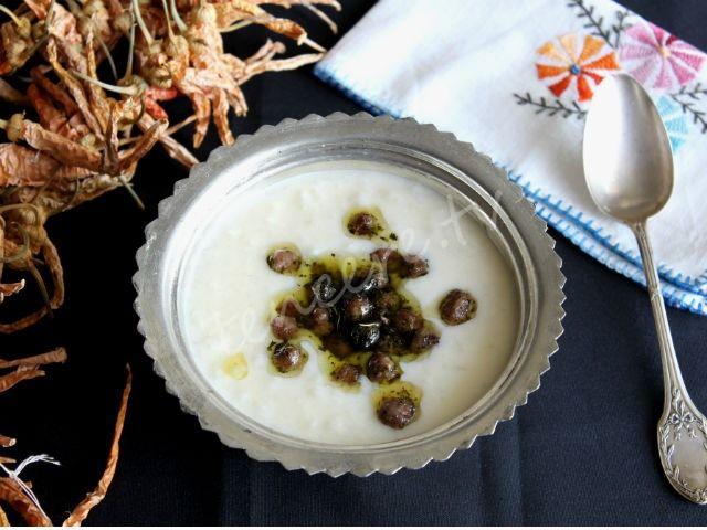 Mis gibi lezzetli ve çok kolay bir çorba tarifimiz var, Köfteli Yayla Çorbası...