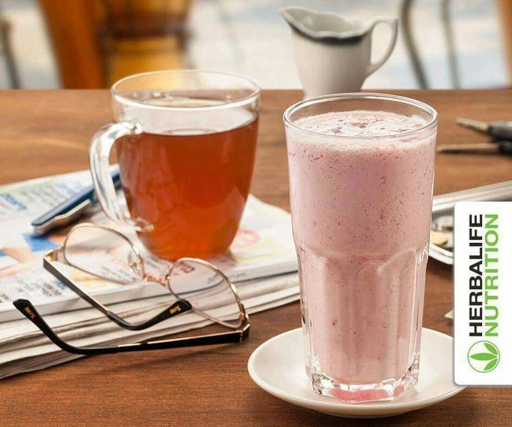 In de ochtend opstaan en gaan!  Wat dacht je van een heerlijke shake met frambozensmaak en een thee?  Ingrediënten voor de shake: 200 ml koud water, 1 kleine theelepel Herbalife theedrank smaak framboos, 1.5 lepel Formule 1 Vanille.  HERBALIFE thee is verkrijgbaar in de volgende smaken: Original, Citroen, Framboos en Perzik.  Alle producten via mij verkrijgbaar.   #Gezonde #voeding * Wil je meer weten, of de producten zelf eens gebruiken/proberen, of een 6 dagen ontbijt-testpakketje…