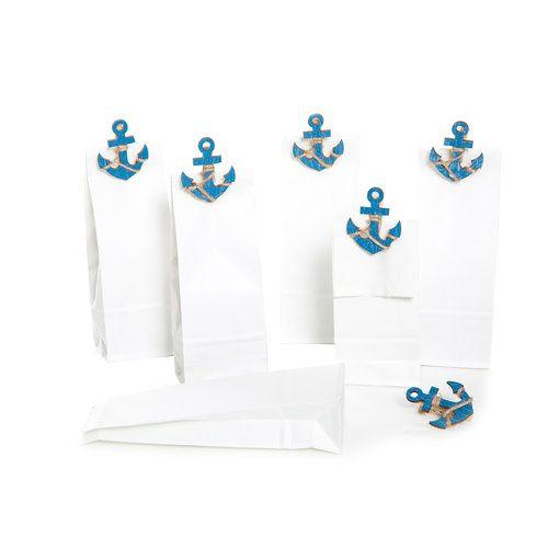 Papiertüten weiß stehend (7 x 4 x 20,5 cm) mit blauen Anker Holzklammern zum Verschließen für Gastgeschenke