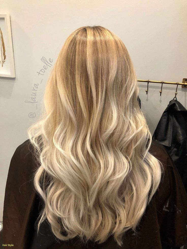 Elegante Bombshell Blonde Sweeping   – Hair