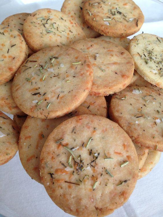 galletas mediterráneas: parmesano, tomillo y romero