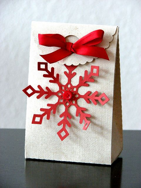 Snowflake Treat Box - what a happy!  :)