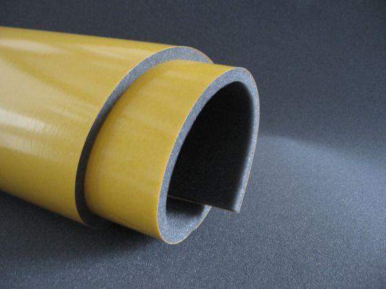 Pianka akustyczna samoprzylepna 1 cm jest materiałem dźwiękochłonnym, który stosowany jest do wygłuszania miejsc trudno dostępnych. Najczęściej wykorzystuje się go do izolacji akustycznej samochodów osobowych i dostawczych.