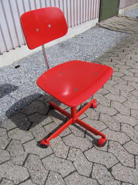 Rød Kevi kontorstol. Se den til salg på www.retrosiden.dk