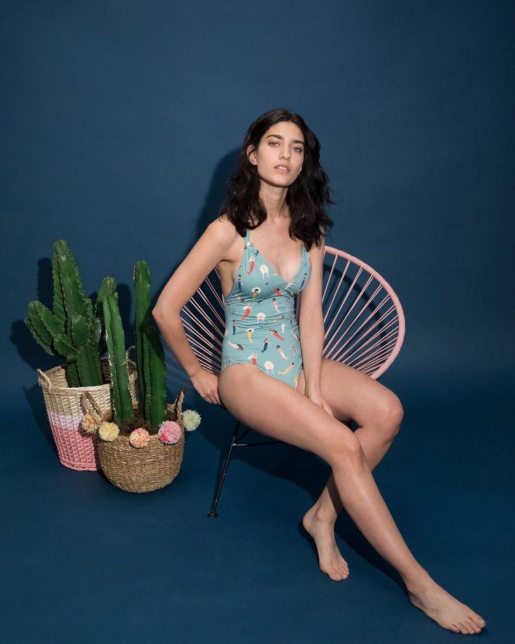 🇮🇹 Sirenette contemporanee. Siamo pronte per il mare: su www.lazzarionline.com e nei nostri negozi.⠀ ⠀ 🇬🇧 Contemporary mermaids. We're ready for the beach: on www.lazzarionline.net and in our stores.⠀ ⠀ #Lazzari #LazzariStore #LazzariGirl #beachwear #costumi #summer #mare #spiaggia #beach #mermaid #underwaterlove #lazzariunderwaterlove