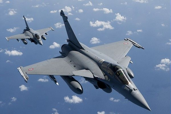 Pair of Dassault Rafales of French Armée de l'Air during Opération Harmattan, Lybia.