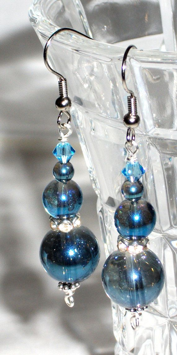 Earrings with  blue rainbow chinesecrystals and by Momentidoro, €23.00